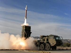 1280px-03式中距離地対空誘導弾_高射学校・中SAM射撃