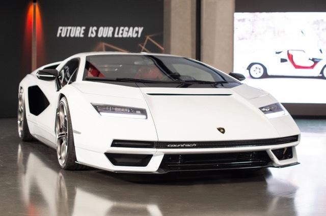 Lamborghini-Countach-LPI-800-44 2021-8-14