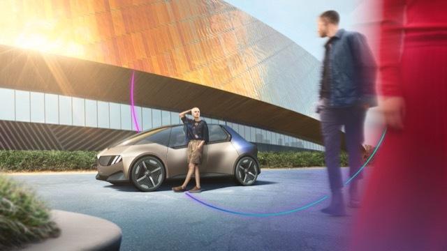BMWiビジョンサーキュラー8 2021-9-6