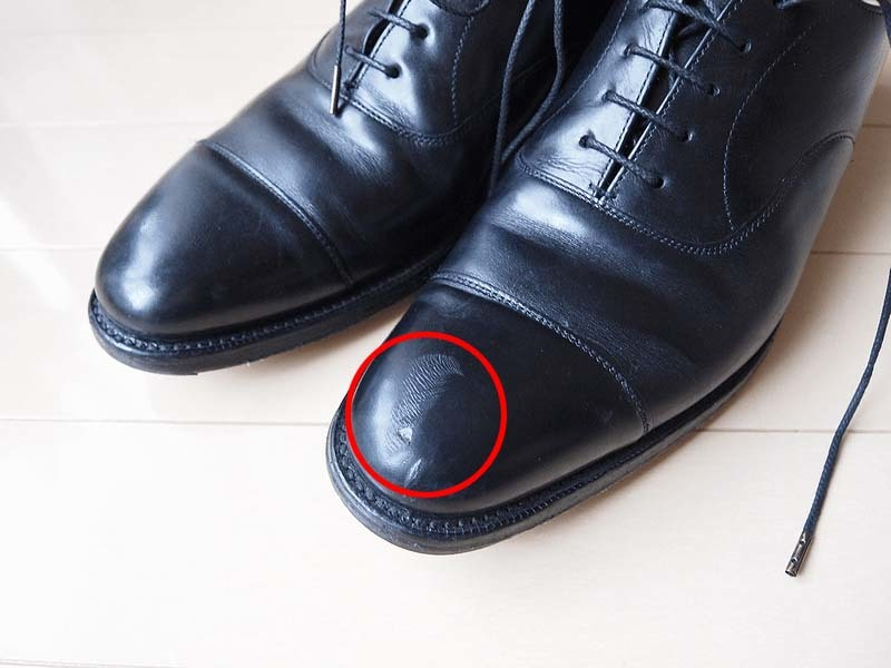 【リペア】革靴(ストレートチップ)のつま先(キャップトゥ)の傷は直せるのか?|オワタ\(^o^)/  チャーチコンサルに傷