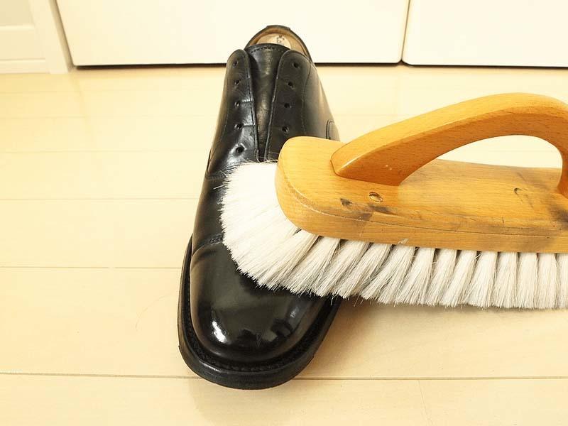 靴磨き手順_レデッカー山羊毛ブラシ_2