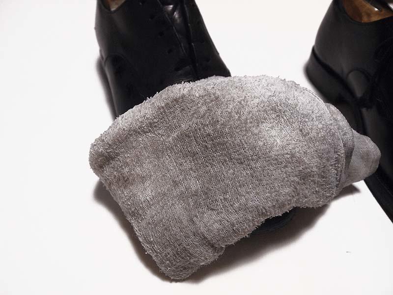 蒸しタオルを使った鏡面磨き(ハイシャイン)のワックスの落とし方