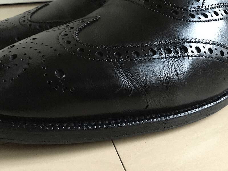 革靴は履いていれば必ずひび割れる