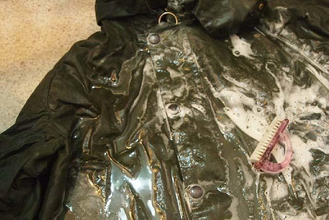 【カスタム】Barbour(バブアー)のオイルドジャケットのオイル抜きに挑戦|ビデイルジャケット油抜き