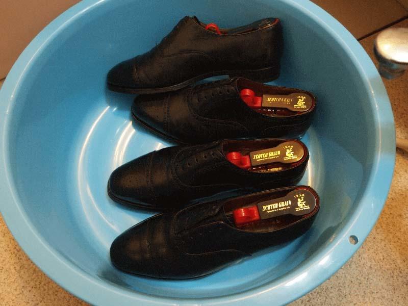 ひび割れさせない革靴の洗い方