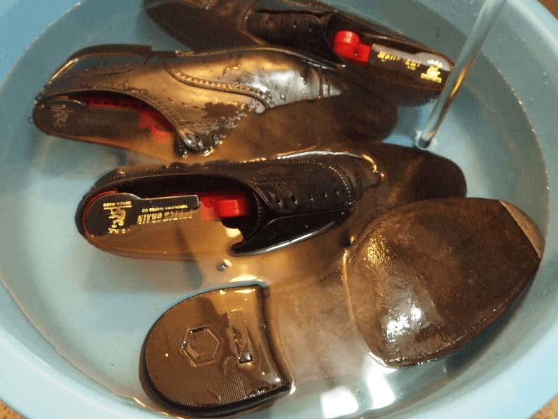ひび割れさせない革靴の洗い方手順2