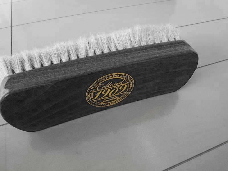 【メンテナンス】コロニルの山羊毛革靴用ブラシ「1909ファインポリッシュブラシ」使用1年 レビュー