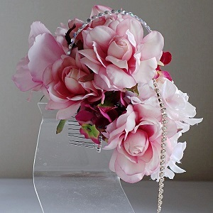 結婚式髪飾り・ピンクローズとスワロフスキーとラインストーンでキラキラの輝き
