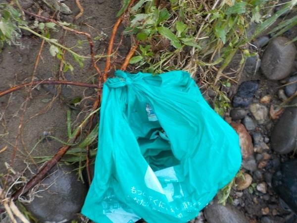 結んであったゴミ袋