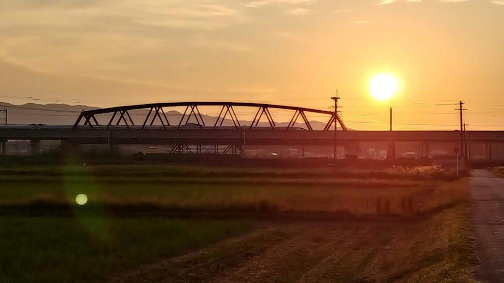 朝日と新幹線