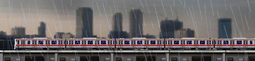雨と京葉線の電車