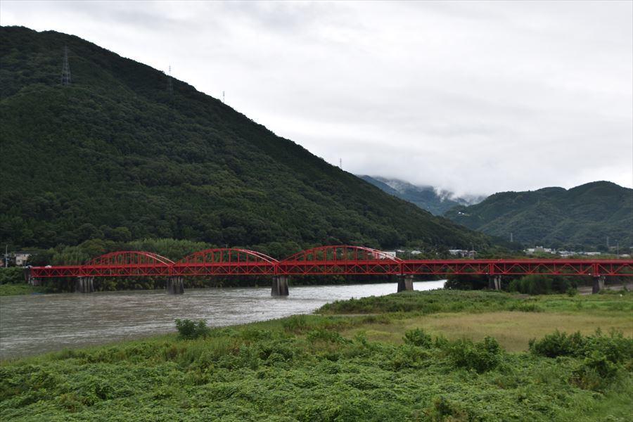 雨の美馬橋1