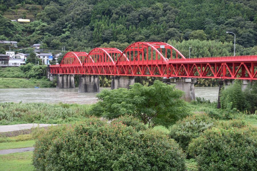 雨の美馬橋3