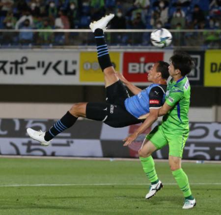 Shonan Bellmare 1 - [1] Kawasaki Frontale - Leandro Damiao overhead kick goal