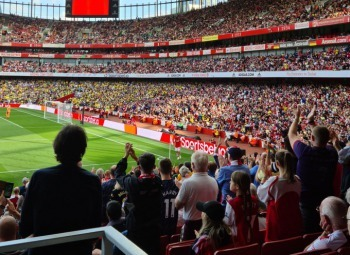 Standing ovation as Tomiyasu comes off for AFC