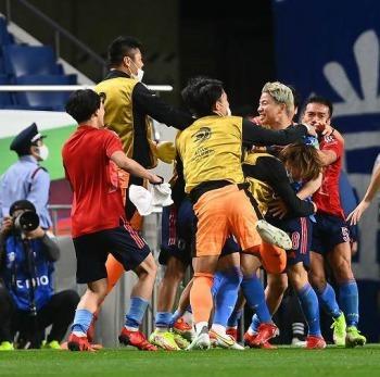 Japan (2)-1 Australia - Aziz Behich own goal