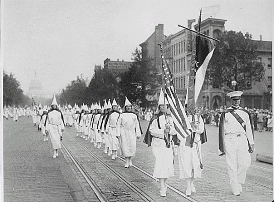 Ku_Klux_Klan_members_march_down_Pennsylvania_Avenue_in_Washington.jpg