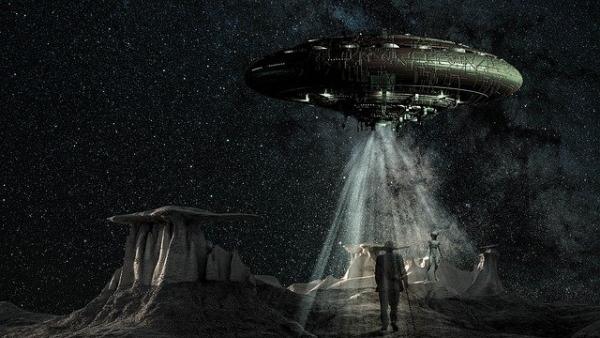 ufo_space_fantasy-4523944_640.jpg