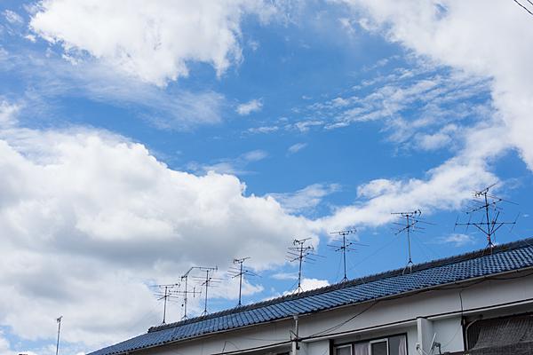夏空とアンテナ