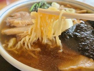くり新 チャーシュー麺 麺スープ