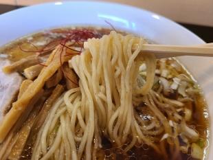 まきおに食堂 醤油ラーメン 麺