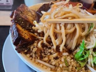 鯉次 極盛鯉次ラーメン 麺