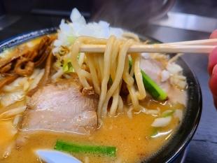 潤中山店 味噌ラーメン 麺
