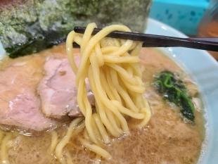 心一家 豚骨醤油ラーメン 麺