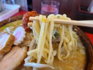 西巻流 辛味噌ラーメン 麺
