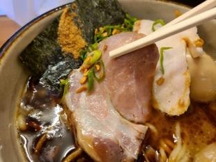 KUBORABO ガーリック魚介白湯そば チャーシュー (2)