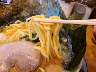 町田商店竹尾 ラーメン海苔増し 麺