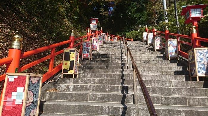 織姫神社 階段昼間