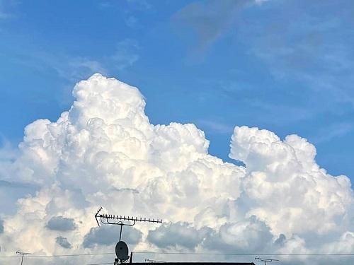 湧き立つ入道雲…