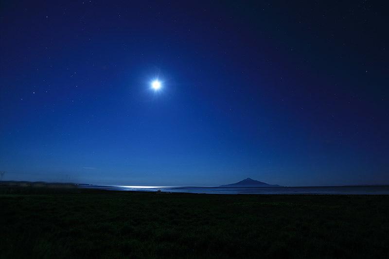 満月と利尻富士
