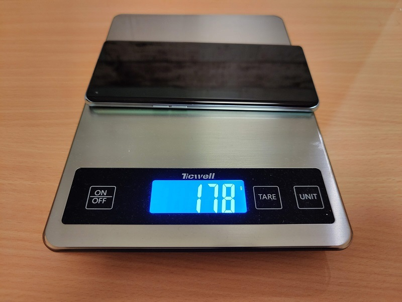 「Oppo Reno6 Pro」の重さ
